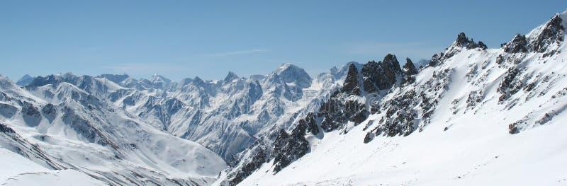 χειμώνας πανοράματος βουνών στοκ φωτογραφία με δικαίωμα ελεύθερης χρήσης