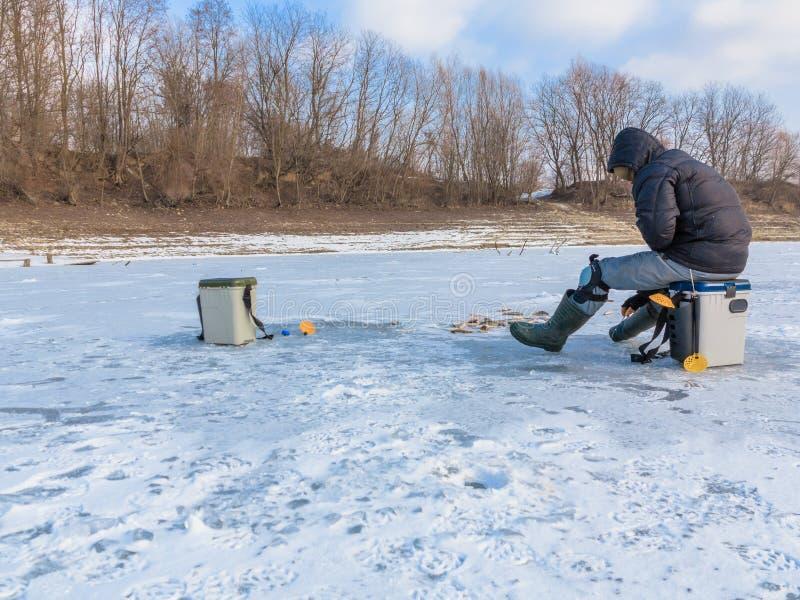 Χειμώνας που αλιεύει στον πάγο στοκ φωτογραφία με δικαίωμα ελεύθερης χρήσης