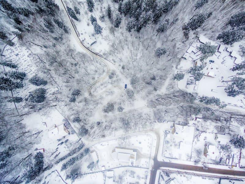 Χειμώνας σε Vilnius, Λιθουανία: Δρόμος Seprentine Tuputiskes στοκ εικόνες