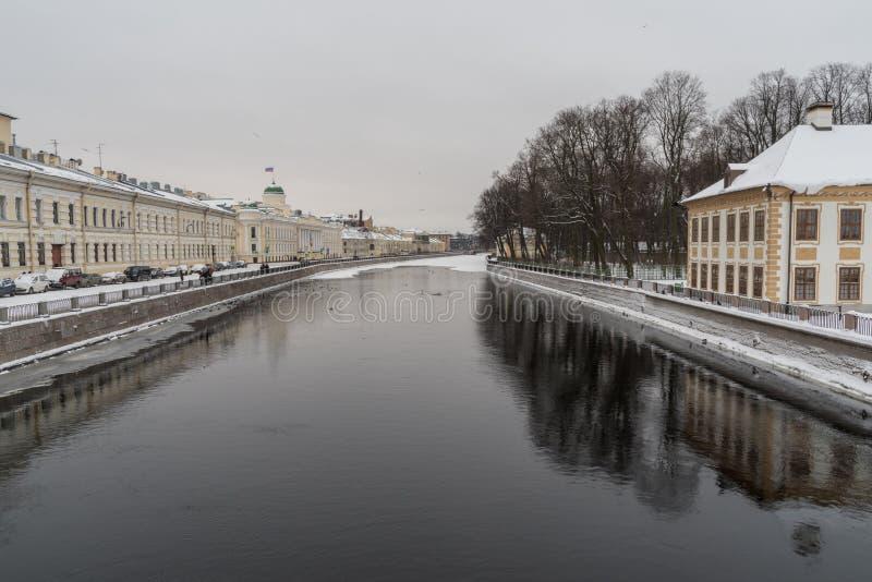 Χειμώνας στη Αγία Πετρούπολη Θερινό παλάτι του Peter Ι Ανάχωμα του ποταμού Fontanka στοκ φωτογραφίες με δικαίωμα ελεύθερης χρήσης