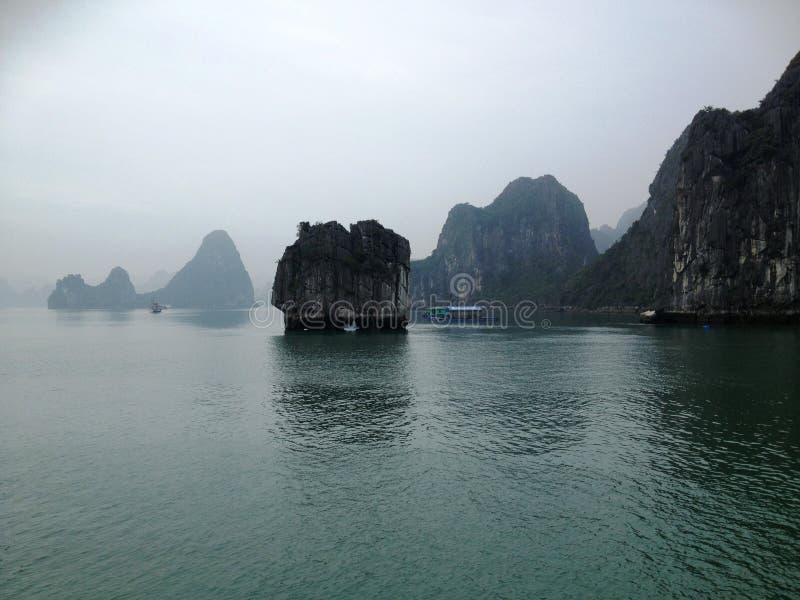 Χειμώνας στον κόλπο Halong, Βιετνάμ, Ασία στοκ εικόνες με δικαίωμα ελεύθερης χρήσης
