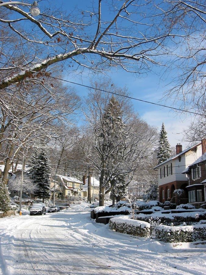 Download χειμώνας 2 οδών στοκ εικόνα. εικόνα από προάστια, εποχιακός - 392401
