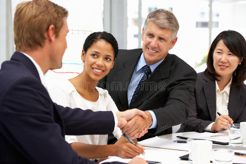 Χειραψία επιχειρηματιών στοκ φωτογραφία με δικαίωμα ελεύθερης χρήσης