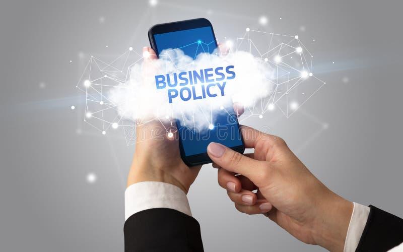 Χειρισμός smartphone με επιχειρηματική ιδέα cloud στοκ εικόνα με δικαίωμα ελεύθερης χρήσης