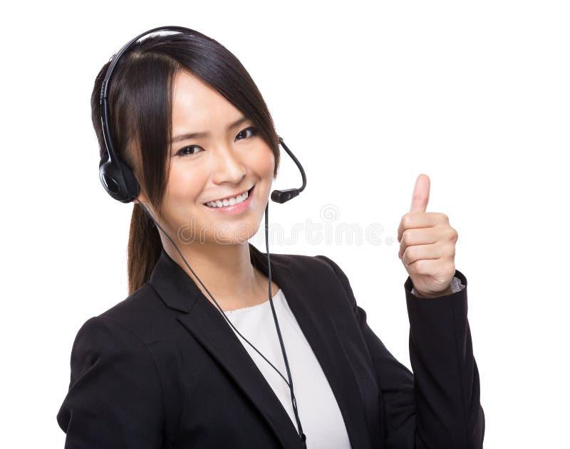 Χειριστής εξυπηρέτησης πελατών με τον αντίχειρα επάνω στοκ φωτογραφία