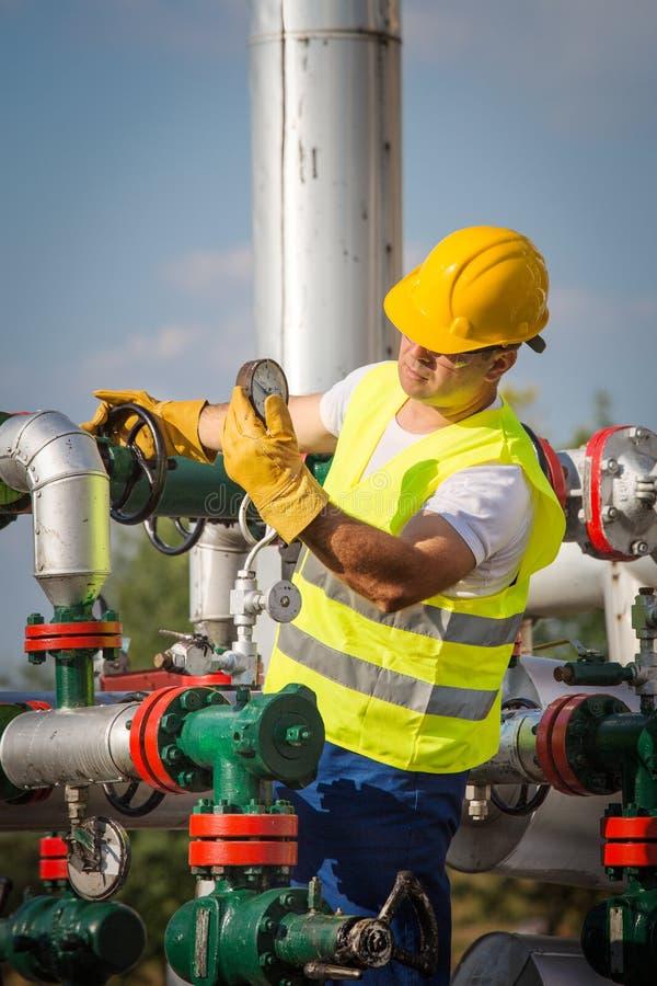 Χειριστής παραγωγής πετρελαίου και φυσικού αερίου στοκ φωτογραφία
