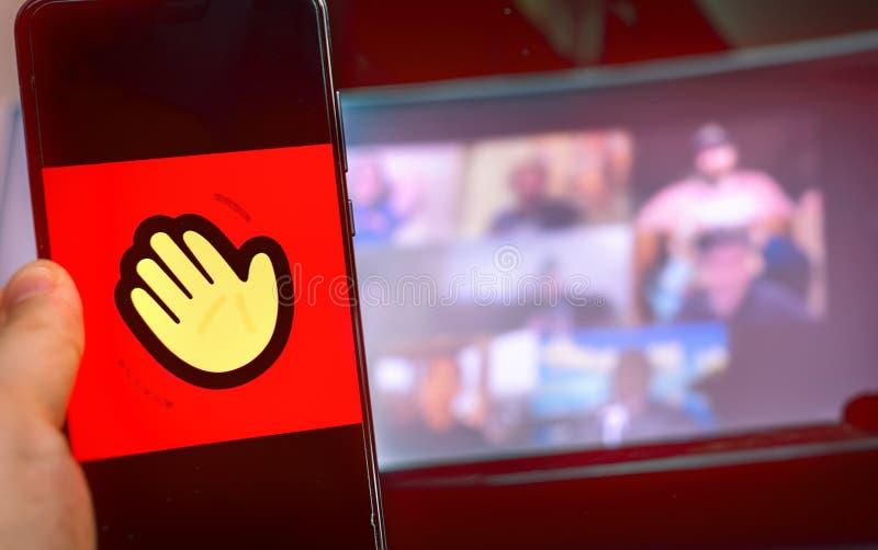 Χειροκίνητη χρήση εικονιδίου εφαρμογής βιντεοδιάσκεψης του Οικιακού κόμματος στοκ φωτογραφία με δικαίωμα ελεύθερης χρήσης