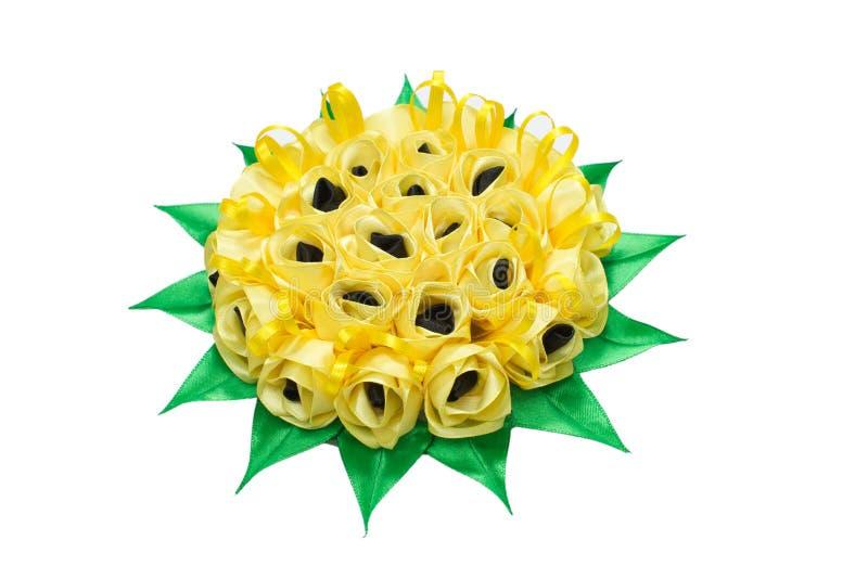Χειροποίητα λουλούδια φιαγμένα από κορδέλλες στοκ φωτογραφία με δικαίωμα ελεύθερης χρήσης