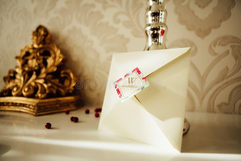 Χειροποίητες γαμήλιες προσκλήσεις στοκ φωτογραφία