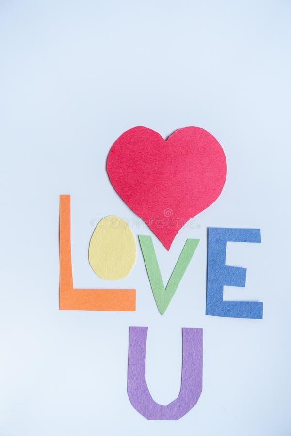 Χειροποίητες καρδιά και επιστολές εγγράφου στο άσπρο υπόβαθρο Έννοια LGBT στοκ φωτογραφίες με δικαίωμα ελεύθερης χρήσης