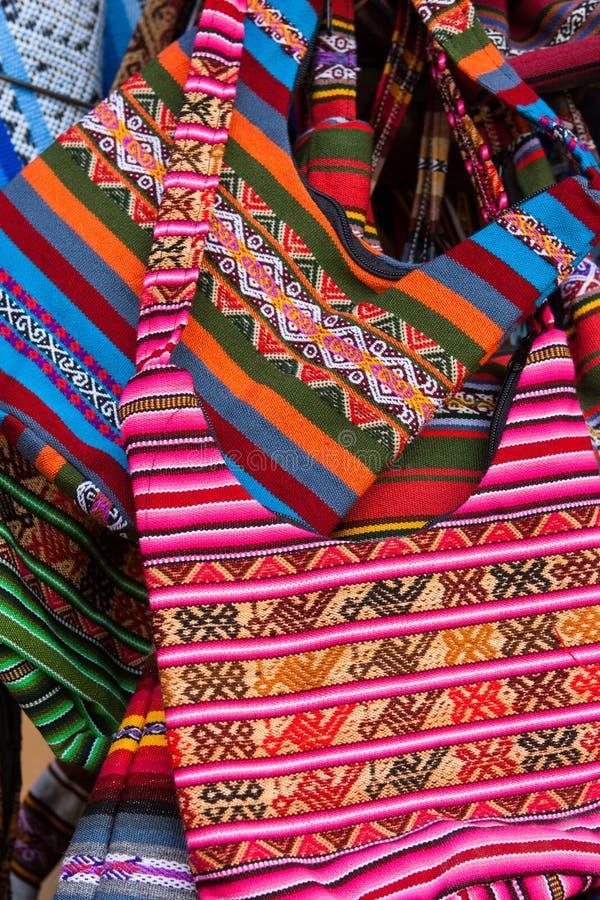 Χειροποίητες τσάντες στην αγορά, Cusco, Περού στοκ φωτογραφίες