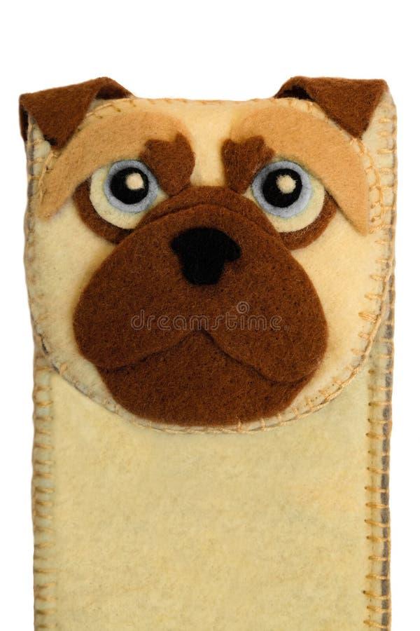 Χειροποίητη τηλεφωνική περίπτωση φιαγμένη από αισθητός με το πρόσωπο σκυλιών στοκ εικόνες με δικαίωμα ελεύθερης χρήσης