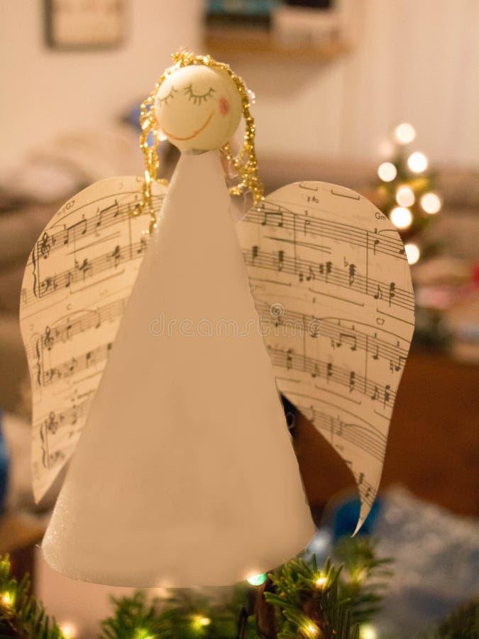 Χειροποίητος άγγελος εγγράφου Χριστουγέννων στοκ εικόνες με δικαίωμα ελεύθερης χρήσης