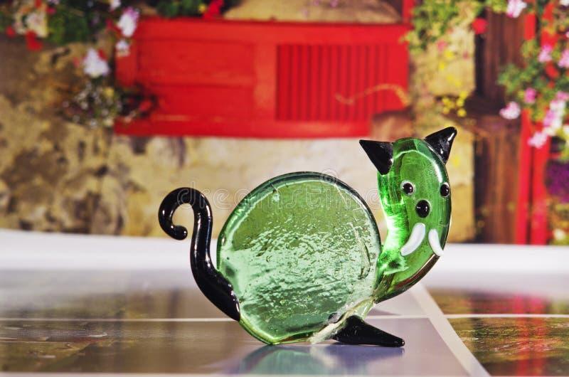 Χειροποίητος διακοσμητικός αριθμός του λειωμένου πράσινου γυαλιού στοκ φωτογραφίες