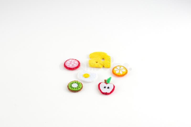 Χειροποίητο παιχνίδι υπό μορφή φρούτων και τρόφιμα φιαγμένα από αισθητός κλείστε στοκ εικόνα