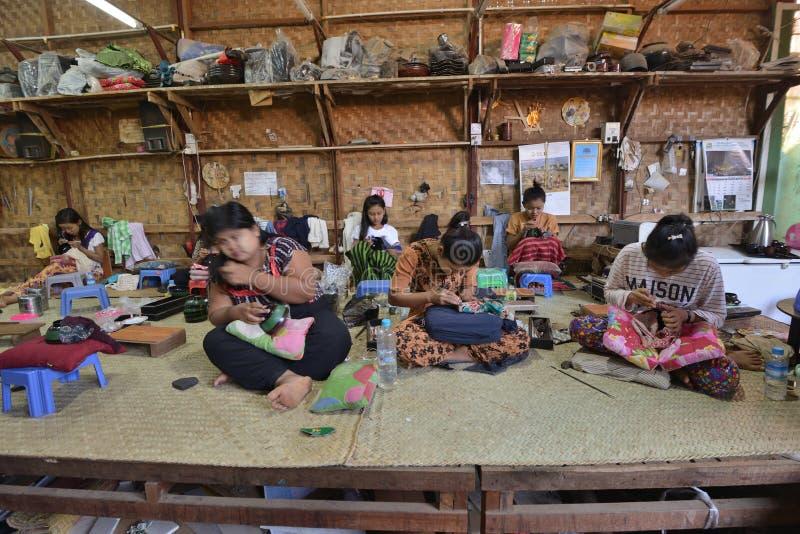 Χειροποίητο προϊόν βιομηχανικών εργατών του Μιανμάρ στοκ εικόνες