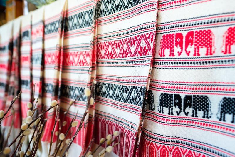 Χειροποίητο ταϊλανδικό ύφασμα για την πώληση στοκ φωτογραφία