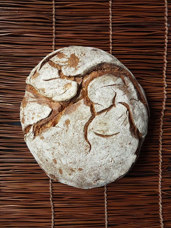 Χειροτεχνικό στρογγυλό ψωμί στοκ εικόνα