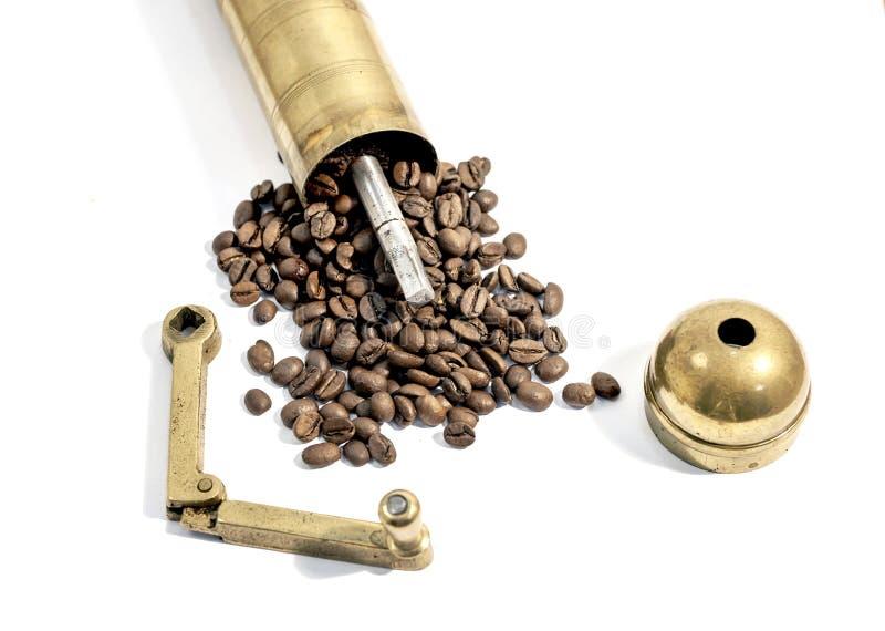 Χειρωνακτικός μύλος, παλαιός χειρωνακτικός μύλος καφέ στο άσπρο υπόβαθρο στοκ φωτογραφία με δικαίωμα ελεύθερης χρήσης