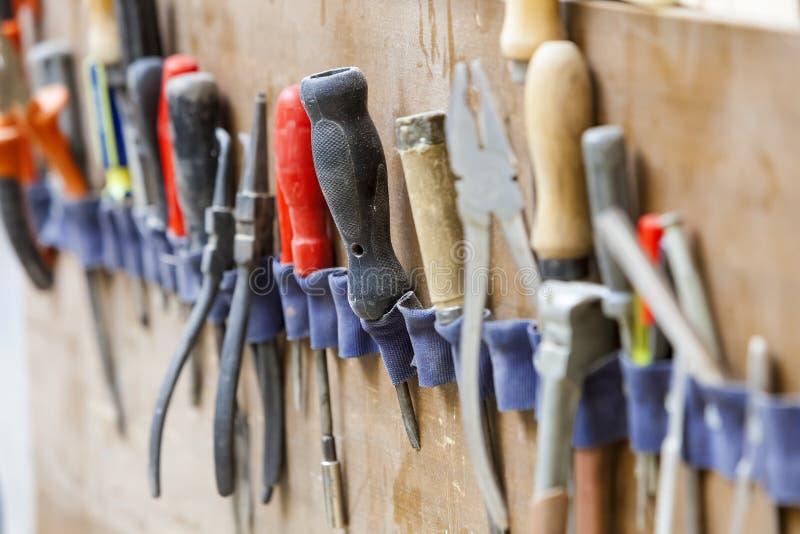 Χειρωνακτικό εργαλείο στο carpenter& x27 εργαστήριο του s στοκ φωτογραφία