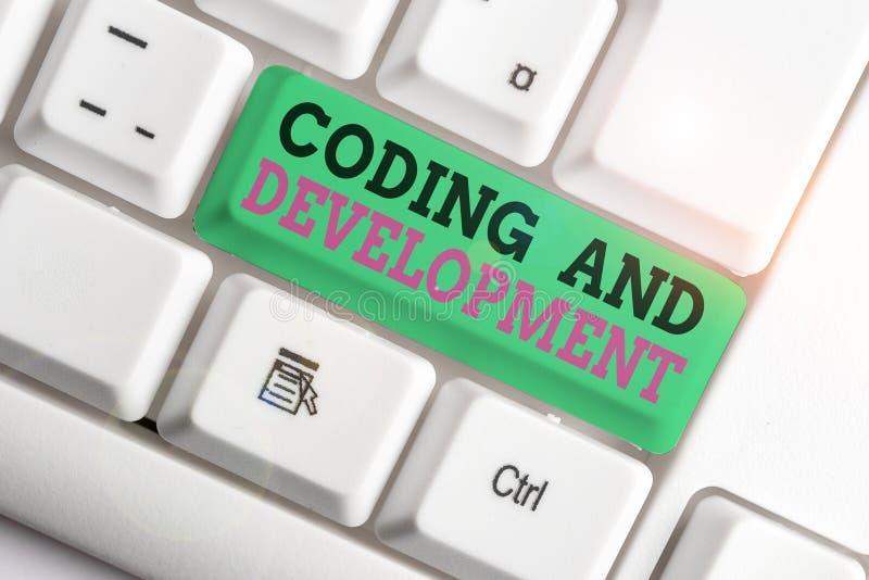 Χειρόγραφο Κείμενο Κωδικοποίηση Και Ανάπτυξη Έννοια που σημαίνει Προγραμματισμός Δημιουργία απλής συναρμολόγησης Προγράμματα Whit στοκ εικόνα