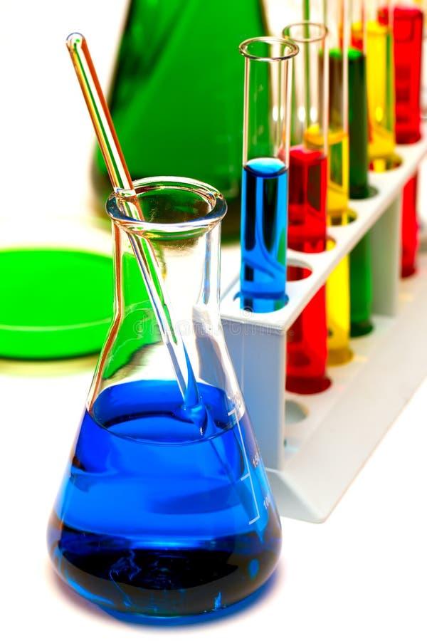 χημεία που εξετάζει την ερευνητική δοκιμή έρευνας στοκ εικόνα