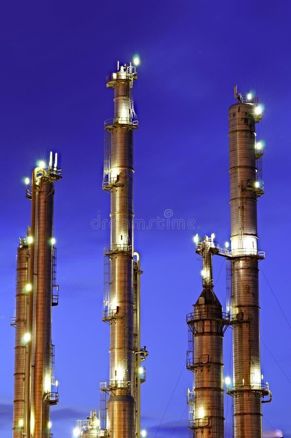χημικοί πύργοι στοκ φωτογραφίες