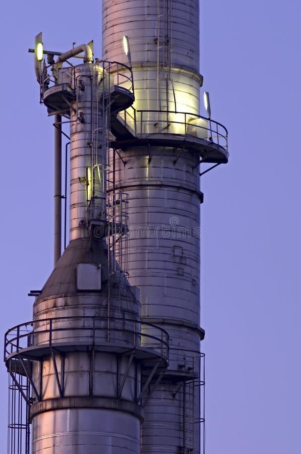 χημικοί πύργοι στοκ εικόνα