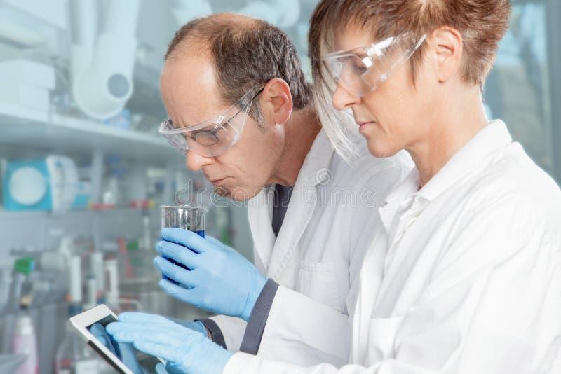 Χημικός έλεγχος μυρωδιάς στοκ εικόνα