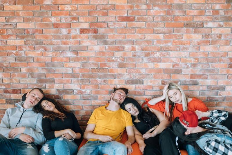 Χιλιετής πολιτισμός ομάδων συνεδρίασης κουρασμένος εξαγωγή στοκ εικόνα