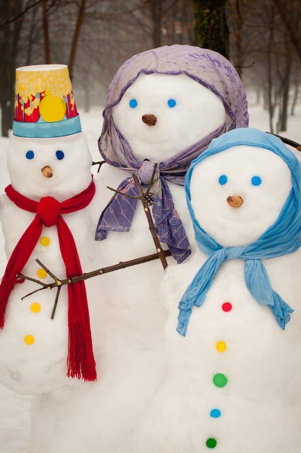 Χιονάνθρωποι το χειμώνα στοκ φωτογραφία με δικαίωμα ελεύθερης χρήσης
