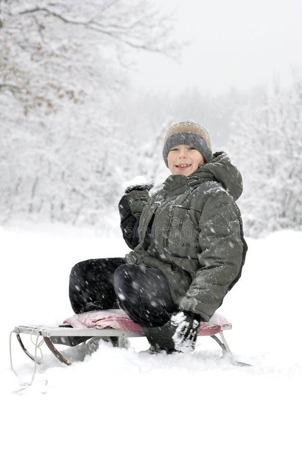 χιονιά χαμόγελου αγοριών στοκ φωτογραφίες