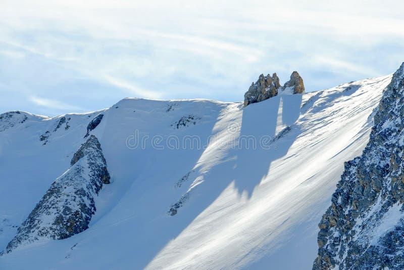 Χιονισμένα γαλλικά αλπικά βουνά στοκ φωτογραφία με δικαίωμα ελεύθερης χρήσης