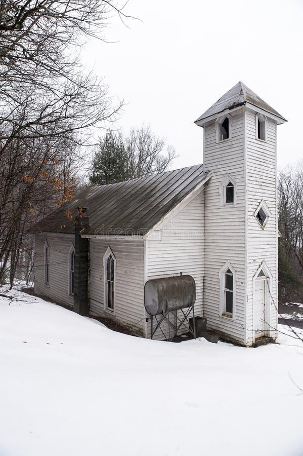 Χιονισμένος - εγκαταλειμμένη ΑΜ Το Zion ένωσε τη μεθοδιστή εκκλησία - της όξινης απορροής βουνά - δυτική Βιρτζίνια στοκ φωτογραφίες με δικαίωμα ελεύθερης χρήσης