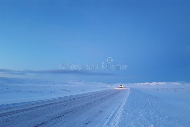 Χιονισμένος ισλανδικός δρόμος στοκ εικόνες με δικαίωμα ελεύθερης χρήσης