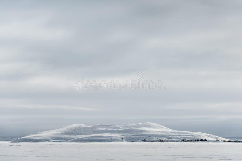 Χιονισμένος ψευδο κρατήρας στην Ισλανδία στοκ φωτογραφία με δικαίωμα ελεύθερης χρήσης