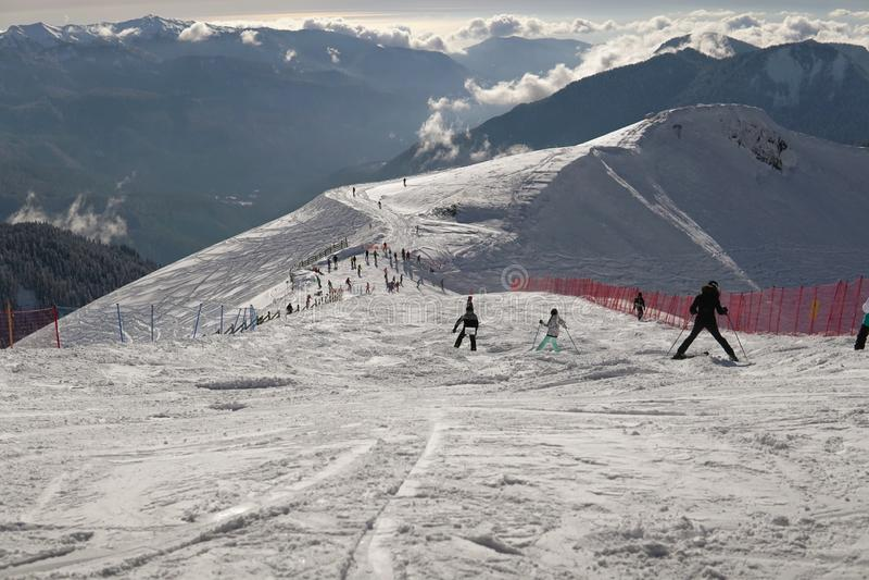 Χιονοδρομικό κέντρο χιονιού στη βουνοπλαγιά για τα snowboarders στοκ εικόνες με δικαίωμα ελεύθερης χρήσης
