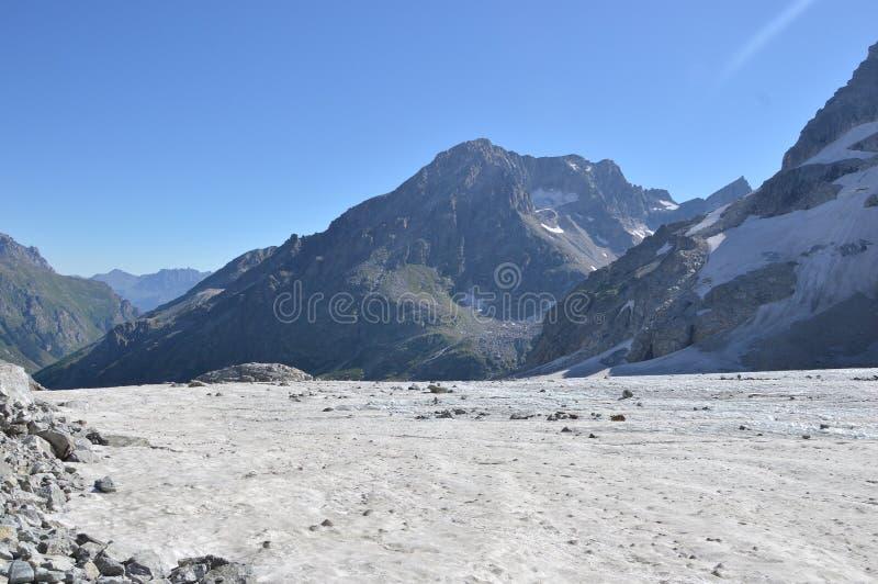 Χιονοσκεπή βουνά, χιόνι στοκ εικόνες