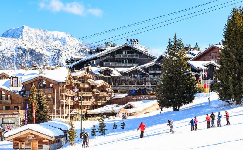 Χιονοδρομικό κέντρο Courchevel 1850 μ στο wintertime στοκ φωτογραφίες