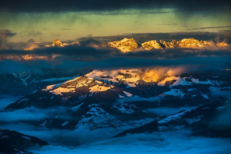 Χιονοδρομικό κέντρο Kaprun Αυστρία βουνών - φύση και αθλητικό υπόβαθρο στοκ φωτογραφίες με δικαίωμα ελεύθερης χρήσης