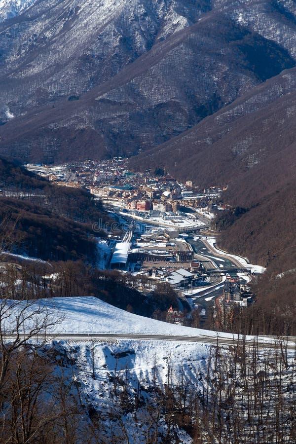 Χιονοδρομικό κέντρο Rosa Khutor Βουνά Krasnaya Polyana 2014 χειμερινός κόσμος της Ρωσίας Sochi 2018 παιχνιδιών φλυτζανιών ολυμπια στοκ φωτογραφία