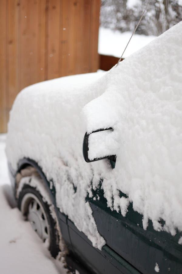 Χιονώδες αυτοκίνητο στοκ εικόνες