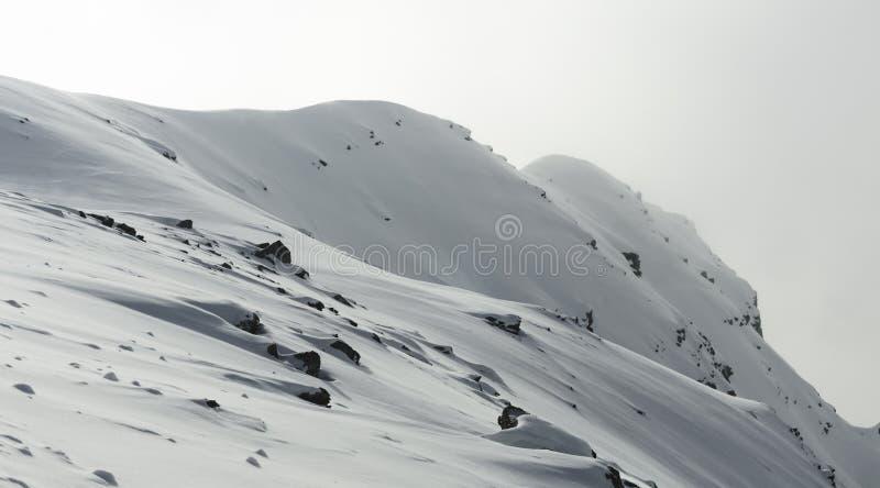 Χιονώδες τοπίο βουνών στις ελβετικές Άλπεις στοκ εικόνες