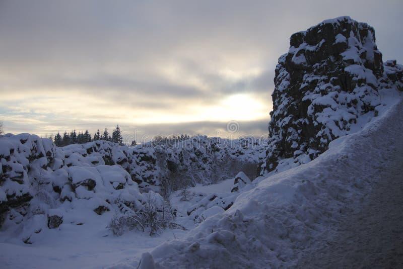 Χιονώδες τοπίο στο ισλανδικό πάρκο στοκ φωτογραφία