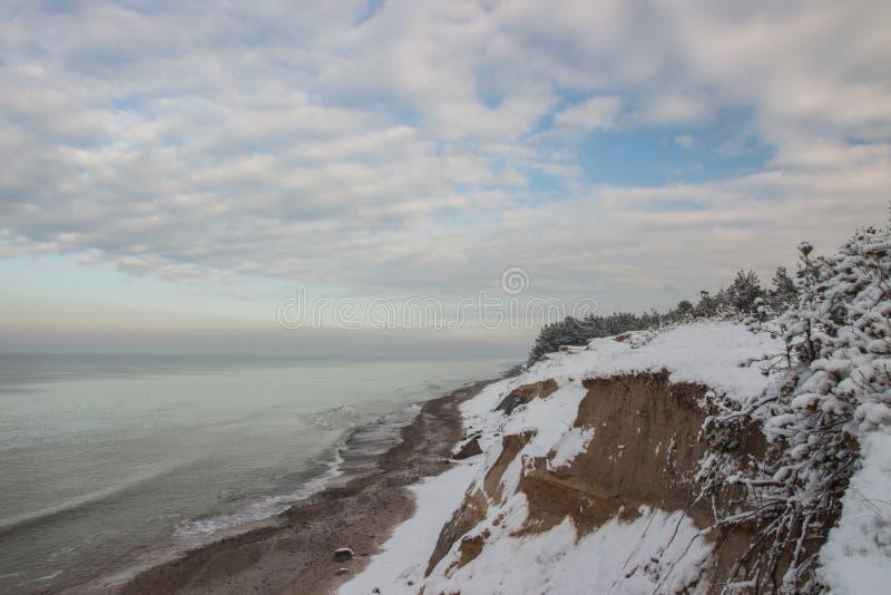 Χιονώδες χειμερινό seascape, η θάλασσα της Βαλτικής στοκ φωτογραφίες με δικαίωμα ελεύθερης χρήσης