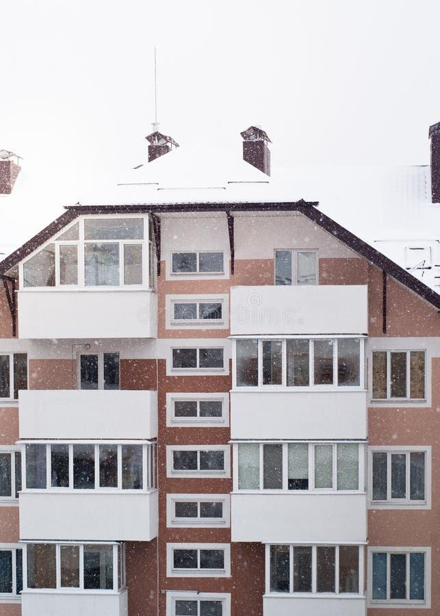 Χιονώδες condo το χειμώνα στοκ φωτογραφία