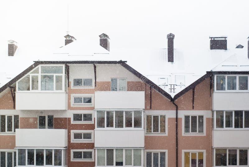 Χιονώδες condo το χειμώνα στοκ φωτογραφίες