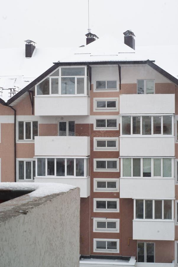 Χιονώδες condo το χειμώνα στοκ φωτογραφία με δικαίωμα ελεύθερης χρήσης