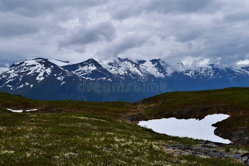 Χιονώδες mountainrange στοκ φωτογραφία