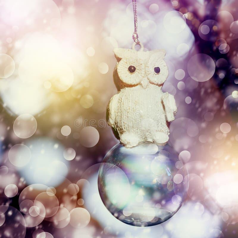 Χιονώδης διακόσμηση Χριστουγέννων με την εκλεκτής ποιότητας κουκουβάγια στοκ εικόνα με δικαίωμα ελεύθερης χρήσης